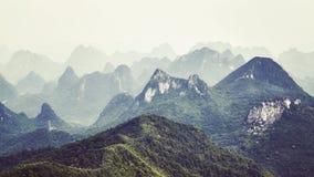 A imagem tonificada retro de formações do cársico ajardina em torno de Guilin Fotografia de Stock Royalty Free