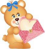 Urso de peluche com envelope e coração Foto de Stock