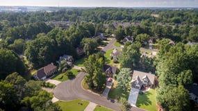 Imagen aérea de casas suburbanas típicas en Estados Unidos meridionales Fotos de archivo libres de regalías
