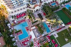 Imagen aérea de la cubierta de la piscina de Aqualina Sunny Isles Beach fotos de archivo libres de regalías