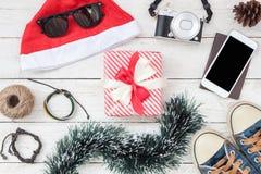 Imagen aérea de la endecha plana de decoraciones y del fondo de la Feliz Navidad de los ornamentos y de la Feliz Año Nuevo Fotos de archivo