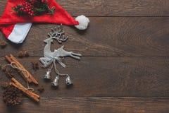 Imagen aérea de la opinión de sobremesa de la Feliz Navidad de la decoración de los artículos y del concepto del fondo de la Feli Fotografía de archivo