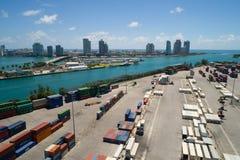 Imagen aérea de los envases de Miami del puerto Imagen de archivo