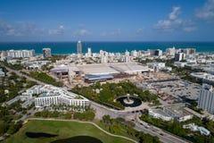 Imagen aérea del Miami Beach Convention Center bajo construc fotos de archivo