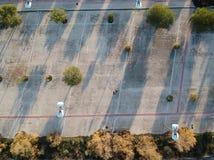 Imagen aérea derecho abajo del área que camina concreta industrial de la opinión del abejón Imágenes de archivo libres de regalías