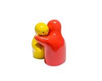 Imagen abstracta de muñecas de cerámica en diverso abrazo del color Fotografía de archivo