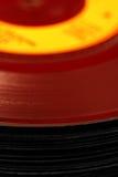 Imagen abstracta de una pila de viejos discos de vinilo Imagen de archivo libre de regalías
