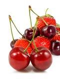 Imagen aislada de fresas y de cerezas Foto de archivo