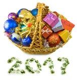 Imagen aislada de las decoraciones de la Navidad y de las cajas de regalo Foto de archivo libre de regalías