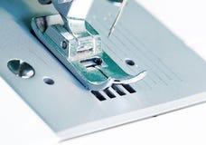 Imagen ascendente cercana de la máquina de coser Fotografía de archivo libre de regalías