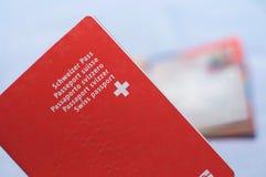 Imagen ascendente cercana de un pasaporte suizo foto de archivo libre de regalías