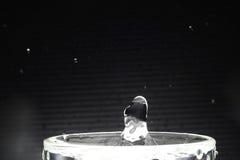 Imagen ascendente del cierre del descenso del agua Imagenes de archivo