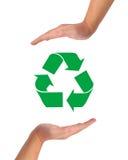 Imagen, ayuda y cuidado conceptuales para reciclar. Fotografía de archivo