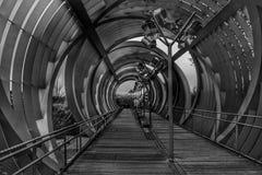 Imagen blanco y negro de la pasarela de Arganzuela imágenes de archivo libres de regalías
