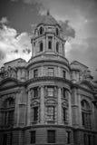 Imagen blanco y negro del edificio moderno Fotografía de archivo