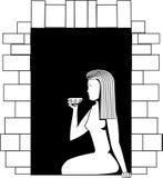 Imagen blanco y negro del vector una muchacha que se sienta en una ventana y que bebe de una taza ilustración del vector
