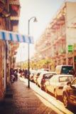 Imagen borrosa de la calle de la ciudad en la puesta del sol Fotografía de archivo libre de regalías