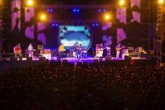 Imagen borrosa del concierto libre de la noche Imagen de archivo