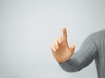 Hombre que presiona el botón imaginario Fotografía de archivo libre de regalías