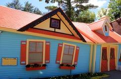 Imagen caprichosa del ` el ` torcido de la casa en la atracción de la familia, Storyland, Bartlett, New Hampshire, 2016 Fotos de archivo libres de regalías