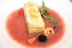 Imagen común del pastel de queso con la fruta fresca Foto de archivo libre de regalías