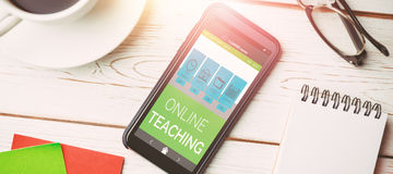 Imagen compuesta 3d de la imagen digital del interfaz en línea de la educación en la pantalla Foto de archivo libre de regalías