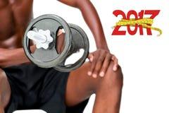 imagen compuesta 3D de la mediados de sección de la pesa de gimnasia de elevación del hombre descamisado del ajuste Imágenes de archivo libres de regalías