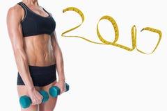imagen compuesta 3D del culturista femenino que lleva a cabo dos pesas de gimnasia con los brazos abajo Imágenes de archivo libres de regalías