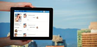 Imagen compuesta 3d del primer de las manos que sostienen la tableta digital Foto de archivo libre de regalías