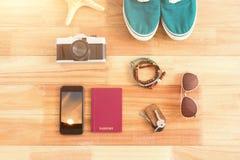 Imagen compuesta de accesorios que viajan y de diversos artículos Imagen de archivo libre de regalías