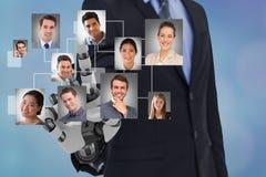 Imagen compuesta de Digitaces de la mano del robot del ` s de la hora que selecciona a candidatos foto de archivo libre de regalías