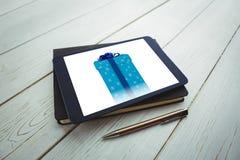 Imagen compuesta de la caja de regalo del azul y de la plata Fotografía de archivo