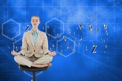 Imagen compuesta de la empresaria elegante pacífica que se sienta en la posición de loto respecto a silla de eslabón giratorio Imagen de archivo