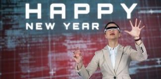 Imagen compuesta de la empresaria que lleva los vidrios video virtuales Fotos de archivo