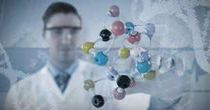 Imagen compuesta de la estructura de experimentación 3D de la molécula del científico de sexo masculino Imagen de archivo libre de regalías