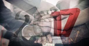 Imagen compuesta de la imagen compuesta de números grises y rojos Fotografía de archivo