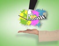 Imagen compuesta de la mano femenina que presenta la cuerda tirante que camina de los fingeres Imagen de archivo