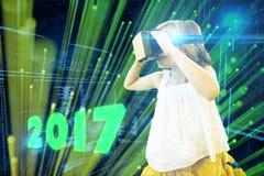 Imagen compuesta de la muchacha que lleva el simulador de la realidad virtual Foto de archivo libre de regalías