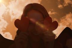 Imagen compuesta de la mujer que sostiene tarjetas del corazón Imagen de archivo