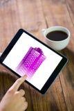 Imagen compuesta de la mujer que usa la PC de la tableta Imagen de archivo