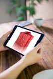 Imagen compuesta de la mujer que usa la PC de la tableta Imagen de archivo libre de regalías