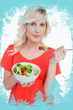 Imagen compuesta de la mujer rubia joven que come una ensalada vegetal Imágenes de archivo libres de regalías