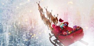Imagen compuesta de la opinión de alto ángulo del montar a caballo de Papá Noel en el trineo con la caja de regalo imagenes de archivo