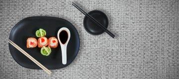 Imagen compuesta de la opinión de alto ángulo de la comida japonesa fresca con la salsa Foto de archivo libre de regalías