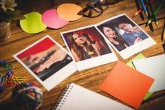 Imagen compuesta de la opinión de alto ángulo de materiales de oficina con las fotos inmediatas en blanco Fotografía de archivo libre de regalías