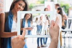 Imagen compuesta de la PC de la tableta de la tenencia de la mano Fotos de archivo