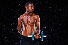 Imagen compuesta de la pesa de gimnasia de elevación descamisada del hombre joven del ajuste serio libre illustration
