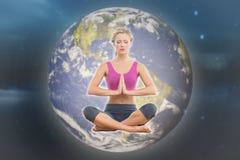 Imagen compuesta de la sentada rubia tranquila en actitud del loto con las manos junto imagen de archivo libre de regalías