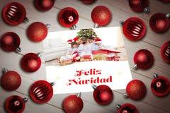 Imagen compuesta de las chucherías de la Navidad en la tabla Imágenes de archivo libres de regalías