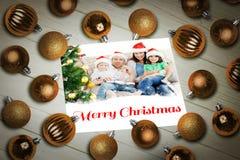 Imagen compuesta de las chucherías de la Navidad en la tabla Fotografía de archivo